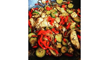 Wok de poulet et légumes, à l'huile d'olive crétoise